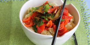 Noodles di soia con verdure grigliate