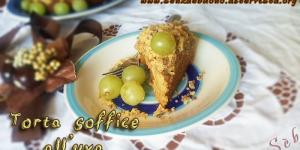 Torta soffice all'uva con briciole di mais e riso