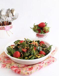 insalata di spinaci fragole e amaranto - Gluten Free Travel and Living