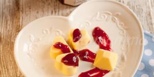 Cremoso alla vaniglia e marmellata di lamponi