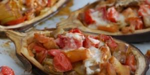Melanzane ripiene di friggitelli, pomodorini e scamorza affumicata