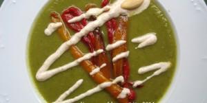 Crema di peperoni e zucchine con yogurt alle mandorle