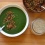 Crema di spinaci, asparagi e patate con lenticchie speziate