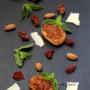 Bruschetta con patè di pomodorino secco e menta