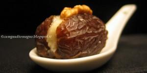 Datteri al gorgonzola con noci e miele