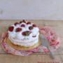 Torta di meringa, crema e fragole senza glutine