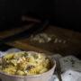 Pasta cavolfiore, funghi e mandorle
