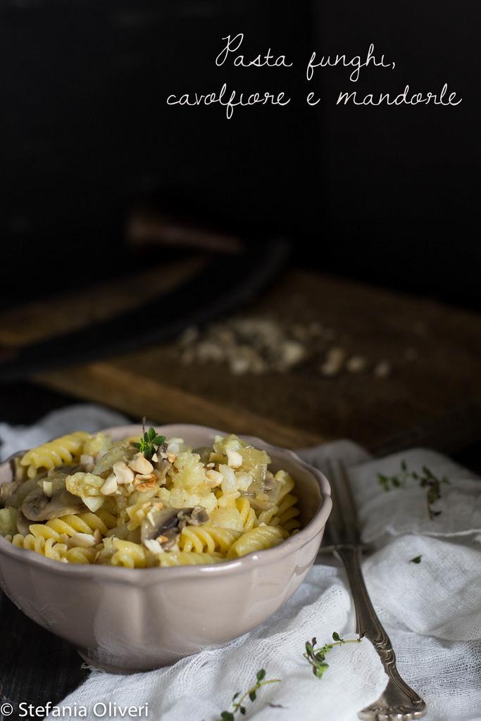 Pasta con cavolfiore, funghi e mandorle - Gluten Free Travel and Living