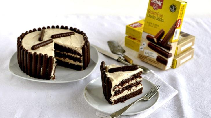 Torta al cacao e crema al caramello salato con i  Chocko Sticks Schär
