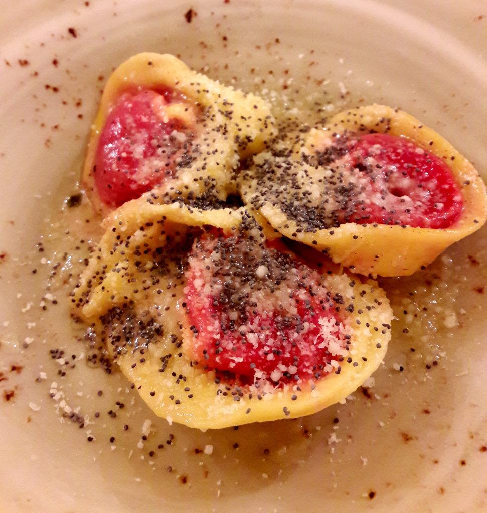 Ravioli aperti alla barbabietola de La Quercia di Castelletti - Gluten FreeTravel & Living