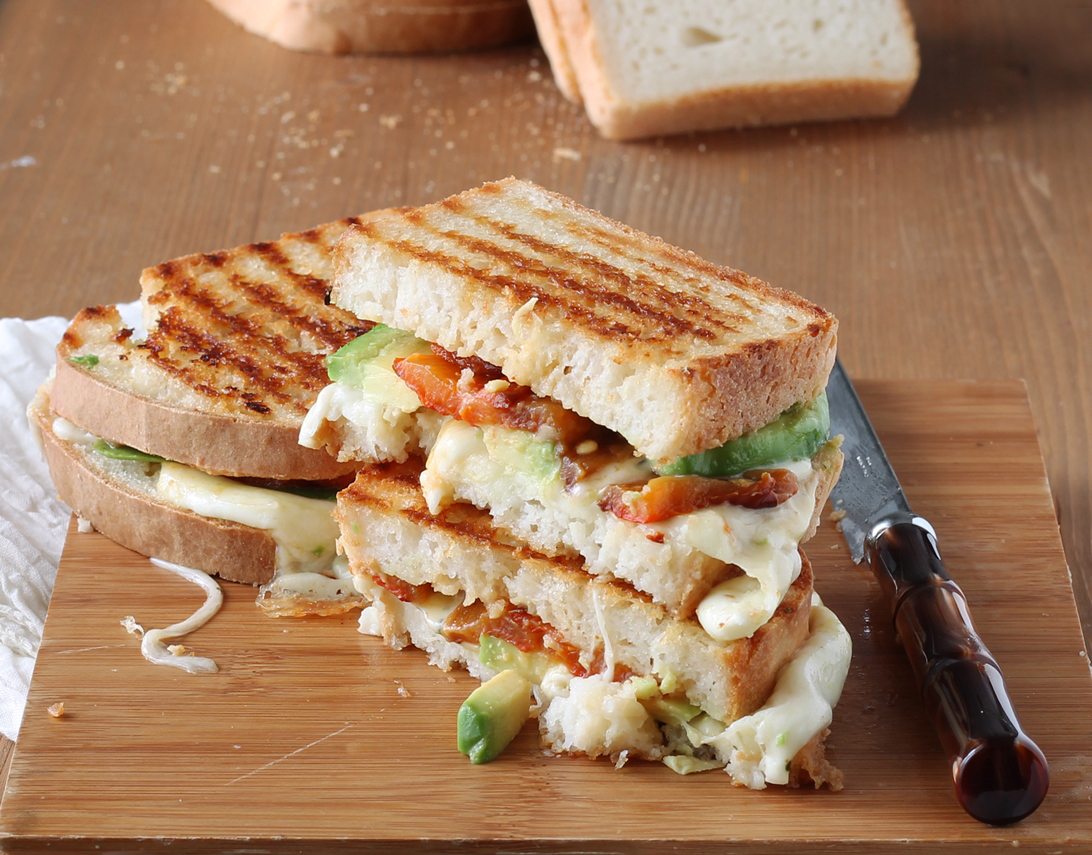 Croque-monsieur senza glutine con peperoni e avocado - Gluten Free Travel and Living