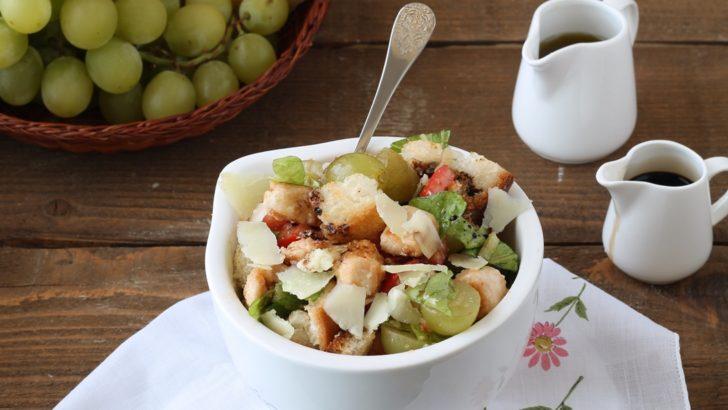 Insalata di pollo, pecorino e uva bianca senza glutine