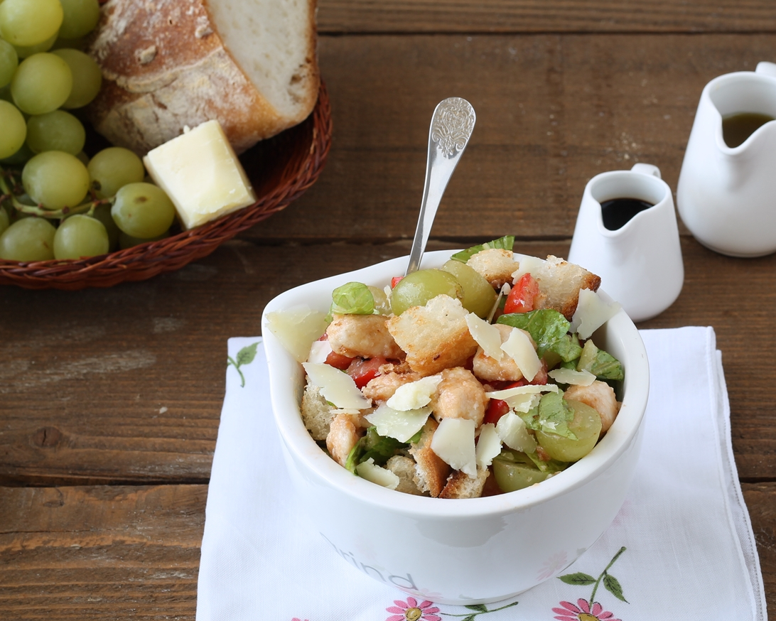 Insalata di pollo, pecorino e uva bianca senza glutine - Gluten Free Travel and Living